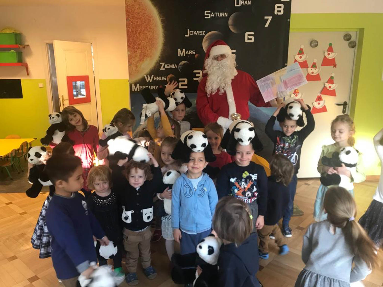 Zdjęcie grupowe ze świętym Mikołajem